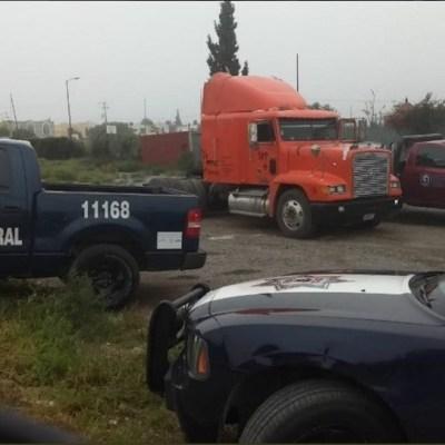 Rescatan a 157 migrantes hacinados en un tráiler en Coahuila