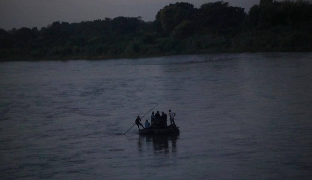 Madre e hija migrantes cruzaron el río Suchiate por medicina