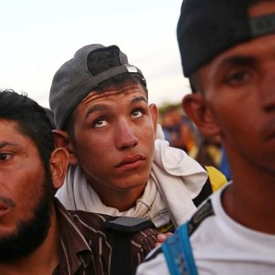 Tercera caravana de migrantes se prepara para llegar a México