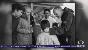 Miguel Bosé entrega casas a damnificados del sismo en Ocuilán, Edomex