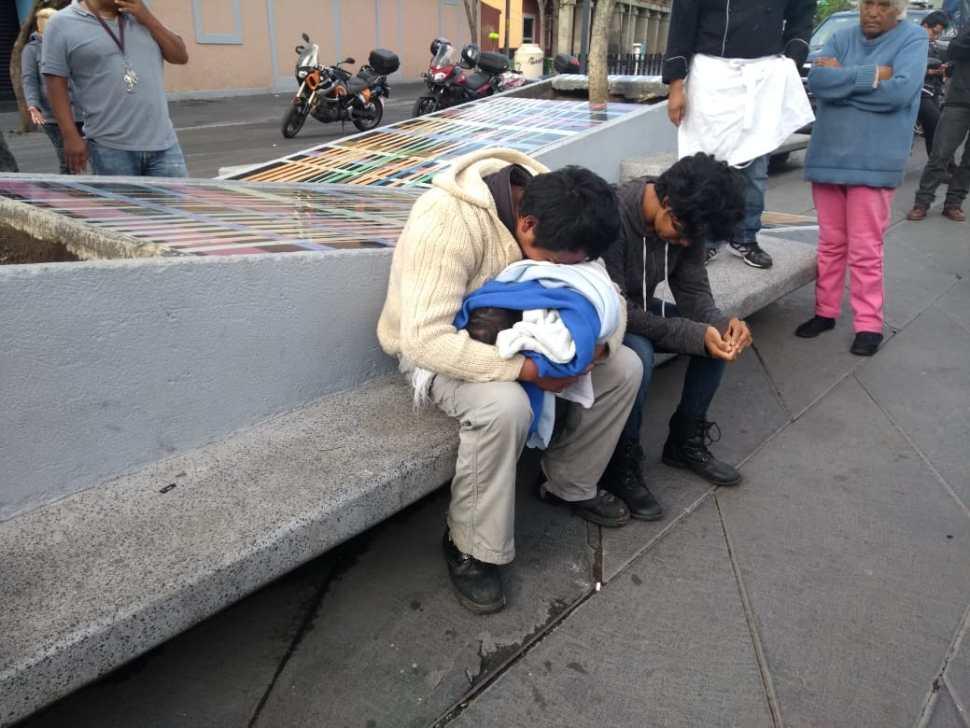 Muere bebé en brazos de sus padres en Plaza Garibaldi