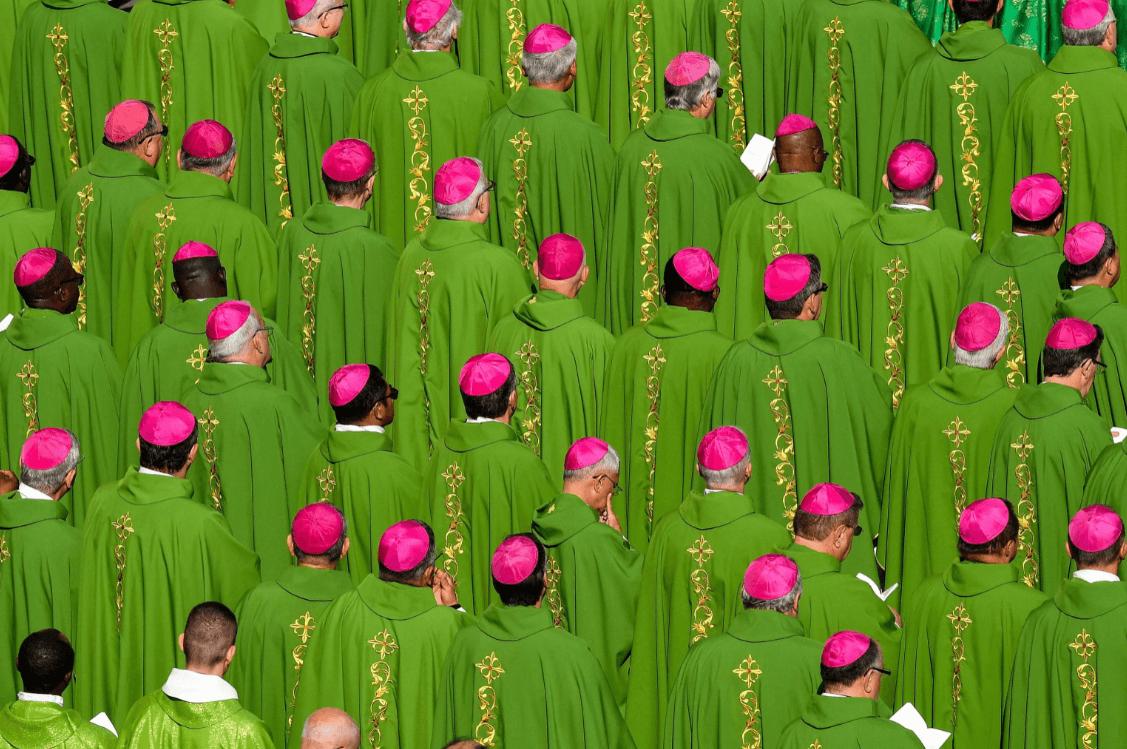 El papa Francisco se cayó en el Vaticano