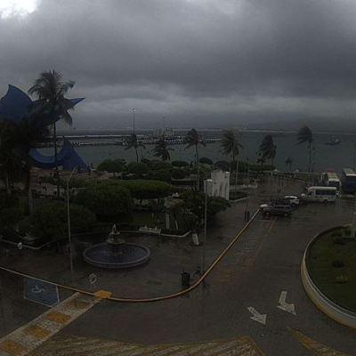 Huracán 'Willa' provoca lluvias en Colima y Jalisco; podría tocar tierra en Nayarit