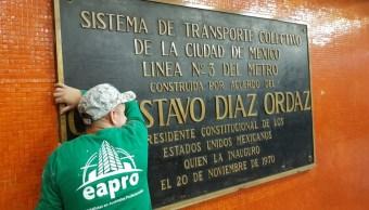 Retiran del Metro placas alusivas al expresidente Gustavo Díaz Ordaz