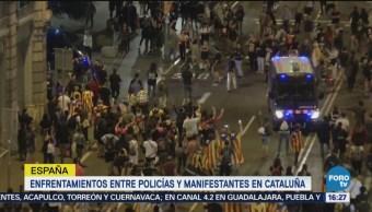 Policías y manifestantes se enfrentan en Cataluña