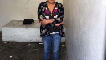 Intentan linchar a mujer por robar a menor en Acajete