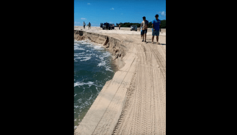 Agujero Gigante Playa Australia Video Socavón