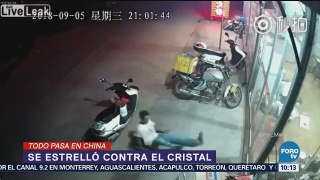 Todo pasa en China: Se estrella contra cristal