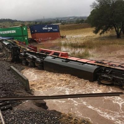 Lluvias provocan descarrilamiento de tren en Morelia