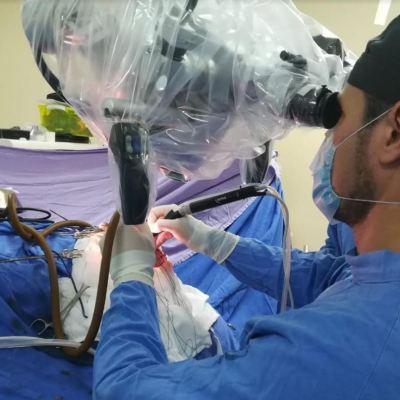 Especialistas del IMSS en Veracruz retiran tumor cerebral con aspirador ultrasónico