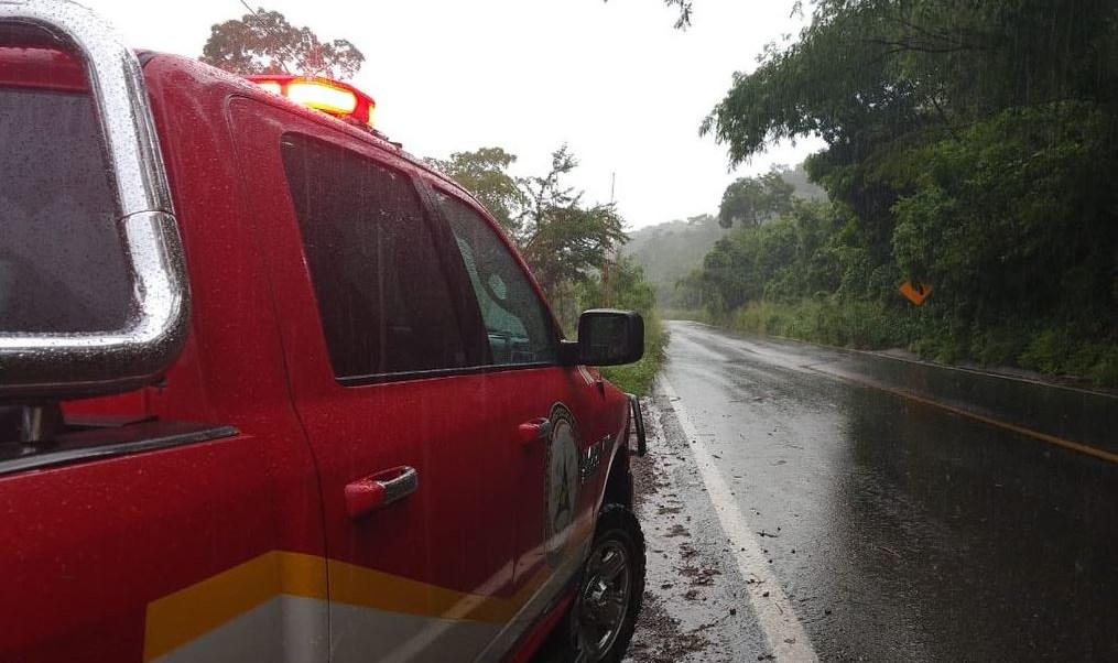 Desalojan comunidades y vigilan carreteras de Jalisco por huracán 'Willa