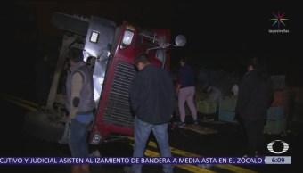 Vuelca camión en la carretera federal México-Cuernavaca