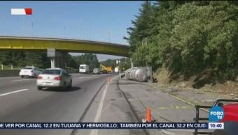 Vuelca pipa en carretera México - Toluca, en Ocoyoacac
