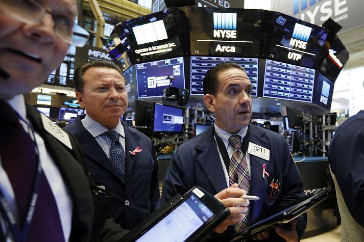 Wall Street cierra con descensos por alza de rendimientos en bonos de EU
