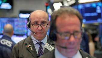 Wall Street opera con ganancias, recupera pérdidas semanales