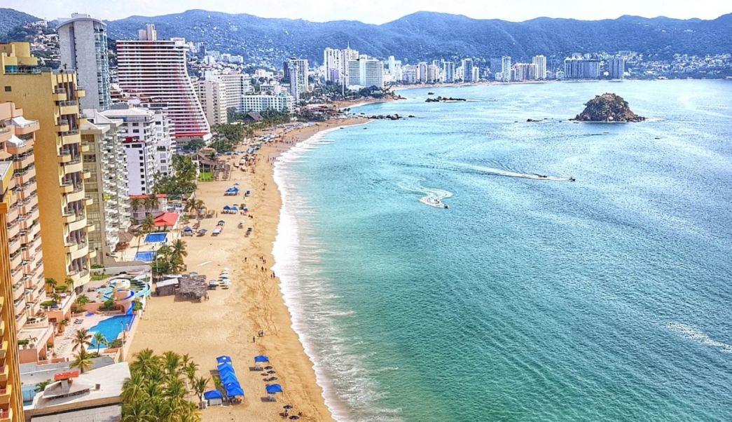 Miles de turistas disfrutan del buen clima de Acapulco