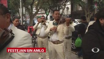 Amlo Cumple Años Cantan Las Mañanitas