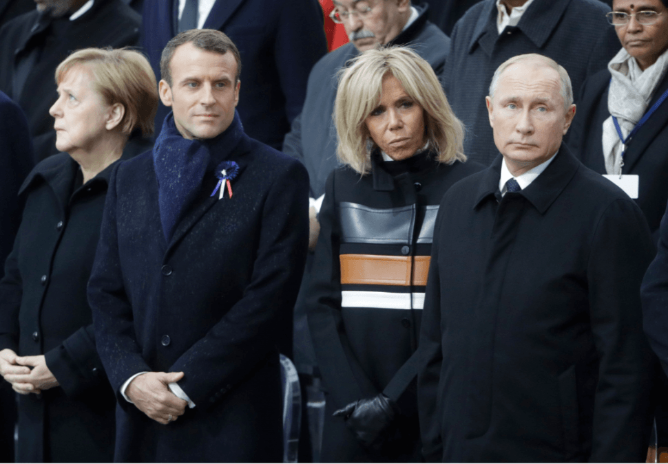 Angela Merkel, Emmanuel Macron, Brigitte Macron y Vladimir Putin. (AP)