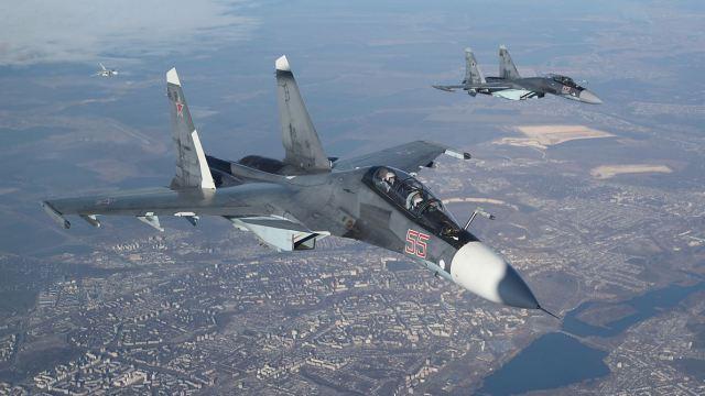 Rusia bombardea a terroristas en Alepo tras ataque químico