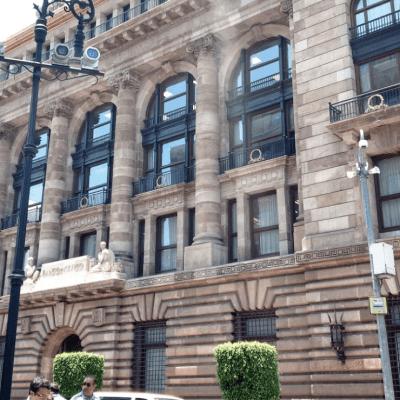 Banco de México recorta pronóstico de crecimiento económico para 2019