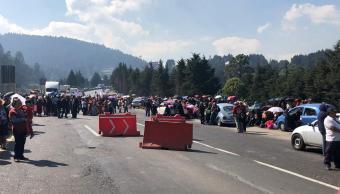 Bloquean carretera y autopista México-Toluca por reclamo a SCT