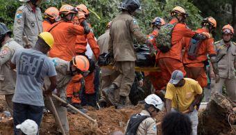 Sube a 14 muertos por deslizamiento de tierra en Brasil
