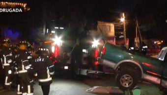 Camioneta estuvo a punto de caer sobre casa en Magdalena Contreras