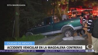Camioneta pierde el control y se accidenta en la Magdalena Contreras, CDMX