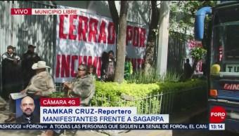 Campesinos se manifiestan frente a Sagarpa en la CDMX
