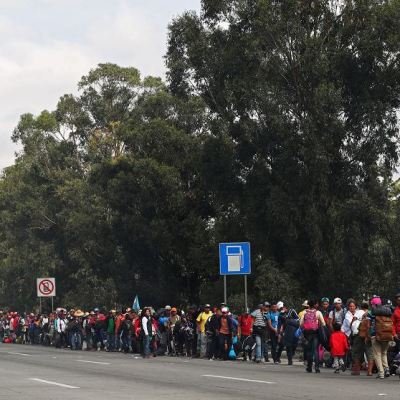 Miles de migrantes llegan a Querétaro tras abandonar la CDMX