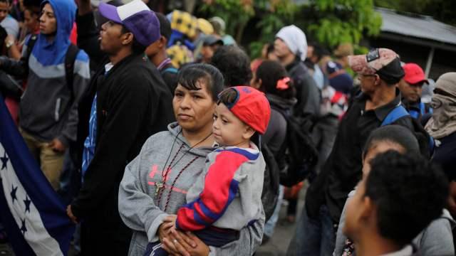 Unicef estima que 2,300 niños viajan en la caravana migrante