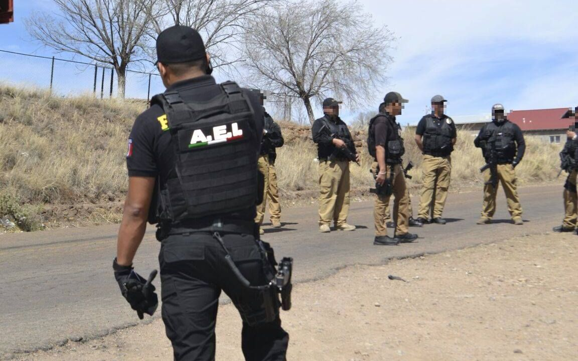 Violencia Chihuahua; asesinan mando policía frente su casa