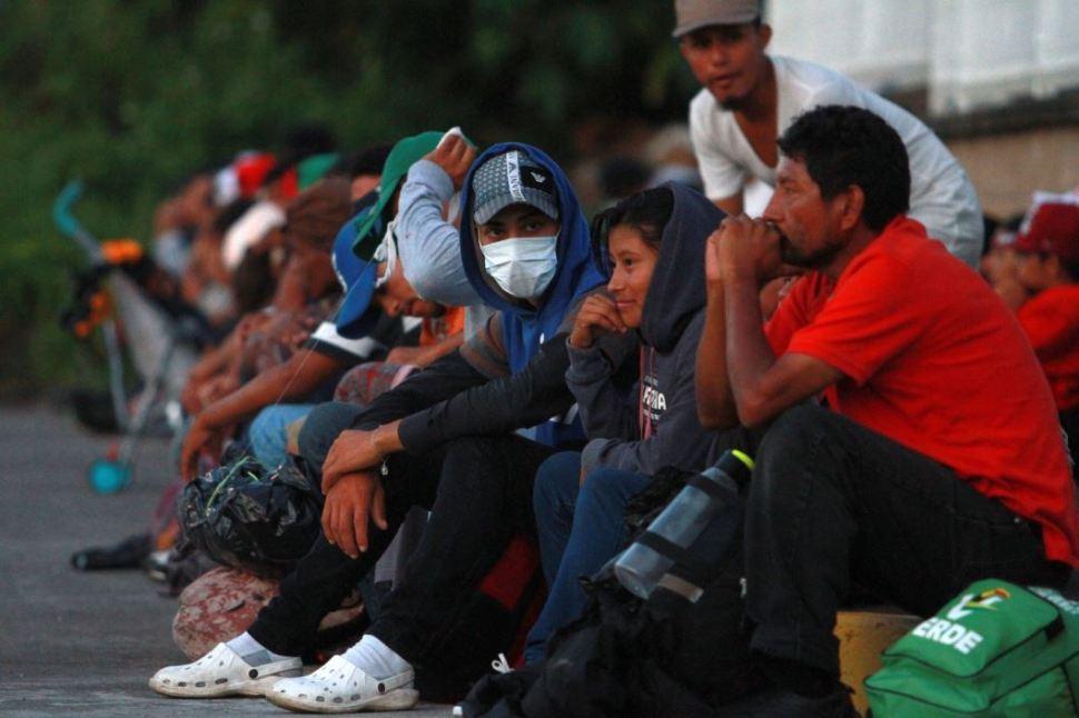 Detectan posible caso de dengue en migrantes hondureños