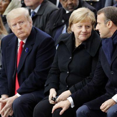 Trump 'da la nota discordante' durante su visita en París