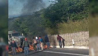 Encapuchados bloquean autopista Chiapa de Corzo-San Cristóbal