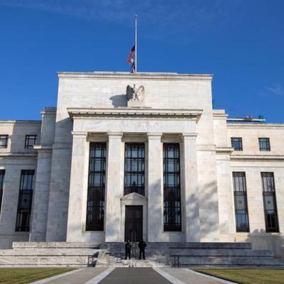 Fed mantiene tasas de interés y dice que economía sigue en buen curso