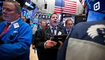 Wall Street cierra con pérdidas por fuerte caída de Apple