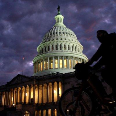 Republicanos retienen Senado y demócratas retoman Cámara de Representantes