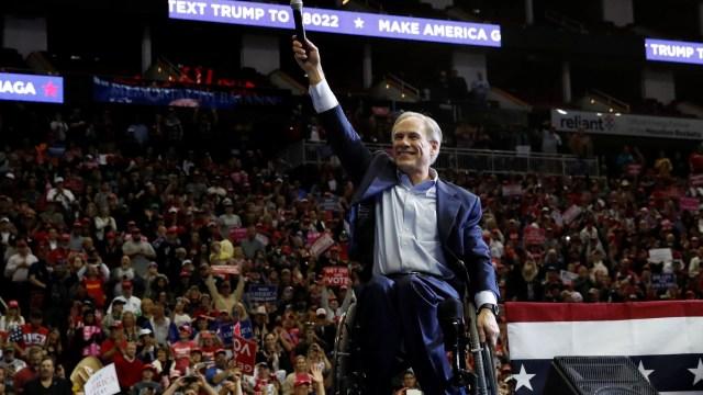 Abbott y Cuomo son relegidos como gobernadores en Texas y NY