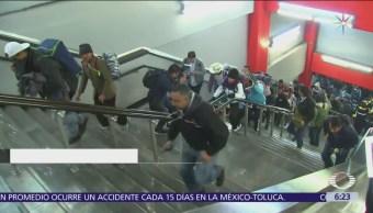 Grupo de migrantes viaja en Metro CDMX hacia Querétaro