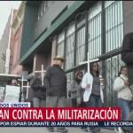 Habitantes de Texas marchan en contra de los militares en la frontera con México
