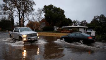 Inundaciones azotan zona afectada incendios en California