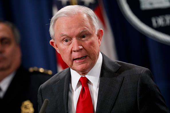 Casa Blanca niega que despido de Sessions genere crisis