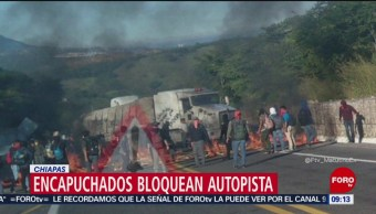 Jóvenes encapuchados bloquean autopista Chiapa de Corzo-San Cristóbal