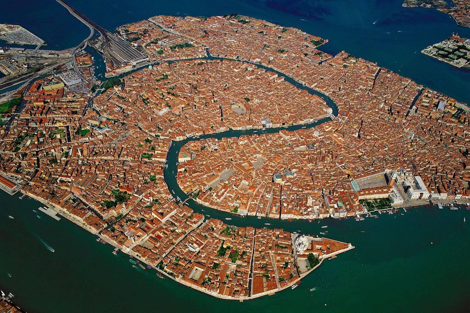 La baja incidencia de crímenes en Venecia, Italia, le convierten en una localidad idónea para probar la tecnología X-law (Imgur)