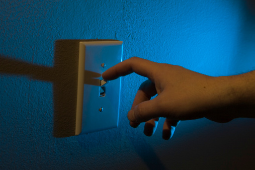Los switches de la luz eléctrica entran en contacto con nuestros dedos en innumerables ocasiones (GettyImages)