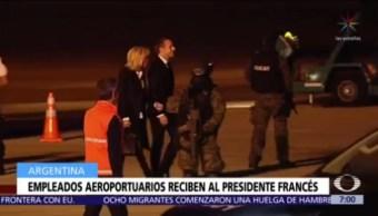Macron y su esposa fueron recibidos en Buenos Aires ¡por empleados del aeropuerto!