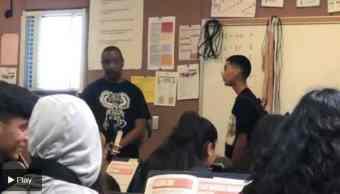 Maestro golpea a estudiante que le lanza insultos racistas