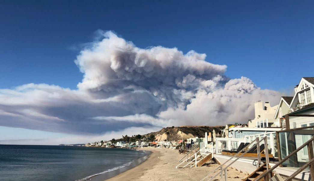Ordenan evacuación de Malibú por incendio forestal