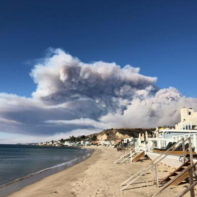 Ordenan evacuación de Malibú, California, por incendio forestal